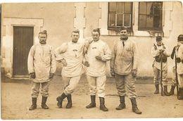 Militaria - Guerre 1914-1918 -  Carte Photo Goupe De Soldats A PARTHENAY    127 - Militari