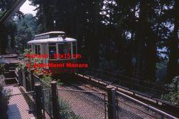 Reproduction D'une Photographie De L'arrivée D'un Tramway à Crémaillère De Superga-Turin En Italie De 1978 - Riproduzioni