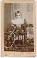 CDV - Portrait D'une Fillette Et Son Jouet (roue) Par Pernelle à Epinal  (Ca 1900) (BP) - Ancianas (antes De 1900)