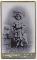 CDV - Portrait D'une Fillette Costumée Avec Parapluie Et Son Chien Par A. Schieber à Metz (Ca 1900) (BP) - Fotos