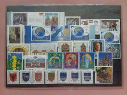 LETTONIA - Anno 2000 Completo Nuovo ** (sottofacciale) + Spedizione Prioritaria - Latvia