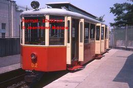 Reproduction Photographie D'une Vue Rapprochée D'un Tramway à Crémaillère à L'arrêt De Superga-Turin En Italie De 1978 - Riproduzioni