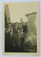 Photographie Ancienne Hiver 1954 La Chaize Le Vicomte Vendée Théâtre Municipal 7 Personnages - Orte