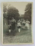 Photographie Ancienne Le 14 Mai 1933 Plusieurs Personnages à Brou - Orte