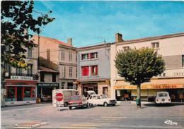 D17 - MIRAMBEAU - LE CENTRE VILLE-Renault :4-6 & 16-Citroën Type H-Bar Fabien-Boucherie Dewaele-Bar/Tabac-Alimentation - Mirambeau