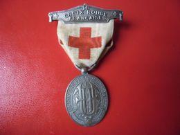 MEDAILLE PENDENTE EPINGLE CROIX ROUGE 1914 1918 NUMEROTE Au Dos 12168 Maillechort Union Des Femmes De France - Frankrijk
