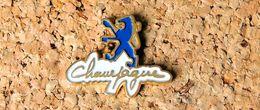 Pin's PEUGEOT Le Lion CHAMPAGNE - Peint Cloisonné - Fabricant TOUL'EMBAL - Peugeot