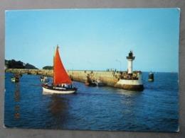 CP 22 SAINT QUAY PORTRIEUX -   La Jetée Avec Le Phare à Marée Haute  , Voilier Vers  1970 - Saint-Quay-Portrieux