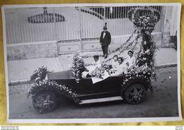 COGNAC- PHOTOGRAPHIE FETE DU COGNAC - Automobile Fleurie - Miss Et Dauphines, Chauffeur, Passant.... - Orte