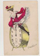 Carte Fantaisie Signée G.Mouton / Jeune Femme à Califourchon Sur Un Gros Réveil - Illustratori & Fotografie