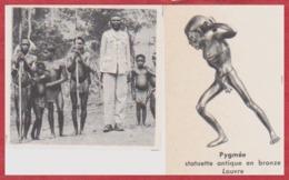 Pygmée. L'homme Vêtu Mesure 1,70 M. Statuette Antique En Bronze Au Louvre. Larousse 1960. - Documenti Storici
