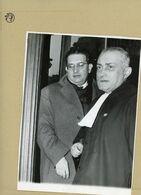 Le Procés Des Barricades  JACQUES SOUSTELLE  Ministre Du Gouvernement D'ALGER  Et Son Avocat MAITRE DE RICHEMONT 1960 - Identified Persons