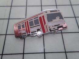 1420 Pin's Pins / Beau Et Rare / THEME : TRANSPORTS / SUPERBE BUS AUTOBUS ROUGE ARGENT ET BLANC Par BALLARD - Transportation
