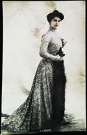 Carte Postale Vers 1900 - Mlle LESCOT Costume Robe De Théatre    (Photo   Reutlinger) - Vintage Clothes & Linen