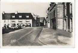 22 - MATIGNON - T.B. Vue Peu Courante D'un Coin De La Place ( Café Y.Salmon , Boulangerie ,vieilles Voitures : Traction) - Sonstige Gemeinden