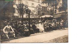 Belle Carte Photo De Spectateurs Devant Un Terrain Extérieur D'ESCRIME En 1908 - Escrime