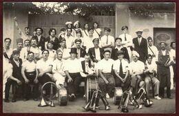 Carte Photo à Identifier Photo Groupe Clique Fanfare  Tambour Trompettes Festivité Association Musicale Fête  - 1 - - Cartoline