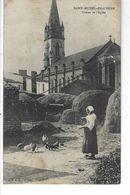 85 - St MICHEL EN L' HERM - Belle Vue Animée Peu Courante Du Chevet De L'Eglise ( Paysanne Avec Poules ) - Saint Michel En L'Herm