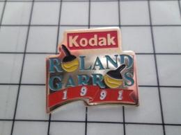 1520 Pin's Pins / Beau Et Rare / THEME : PHOTOGRAPHIE / KODAK ROLAND-GARROS 1991 VOLEUR DE COULEURS - Photographie