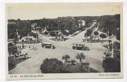 LA BAULE - N° 18 - PLACE DES PALMIERS AVEC VIEUX CARS - CPA NON VOYAGEE - La Baule-Escoublac