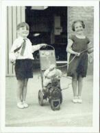 Foto/Photo. Enfants Et Bibendum Michelin. - Objects