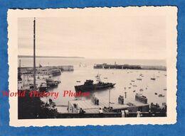 Photo Ancienne Snapshot - GRANVILLE - La Rade - 1950 - Bateau En Ruine à Identifier - Port Manche Normandie - Bateaux