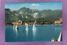 MARINA DI CARRARA  Il Porto E Sullo Sfondo  Alpi Apuane  Le Port Et Sur Le Fond Les Alpes Apuame - Carrara