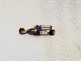 PINS  AUTOMOBILE F1 GITANES BLONDES ELF 26 / Signé Winner / 33NAT - F1