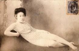 Japan - Une Geisha Langoureuse - A Languorous Geisha - Japon