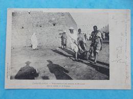 AFRIQUE , MAROC : CASABLANCA : ENFOUISSEMENT De CADAVRES De MAROCAINS Tués Au Combat,C.P.A.,en Bon état - Casablanca