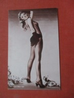 Las Vegas Show Girl  Ref 4231 - Pin-Ups