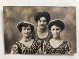 Foto Ak Mère Et Filles En Costume National Marsala Mode - Marsala