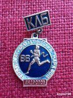 Broche Russie (no Pin's ) - Marathon 86 De La Ville D'ANDROPOV Actuellement RYBINSK - Volleybal