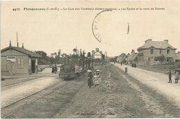 PLEUGEUNEUC. La Gare Des Tramways Départementaux Les Ecoles Et La Route De Rennes. - Francia