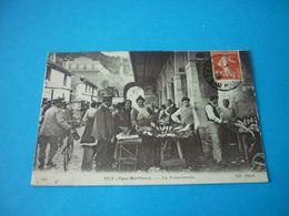 Carte Postale Alpes Maritimes Nice Poissonnerie Metier Marchande Animee - Straßenhandel Und Kleingewerbe