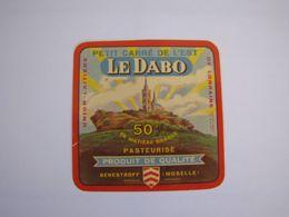Etiquette De Fromage LE DABO Petit Carré De L'Est Export Fabriqué En MOSELLE 50% - Cheese