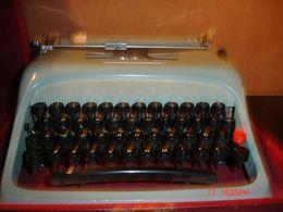 Maquina De Escribir,  OLivetti VIntage, Con Maletin - Other Collections