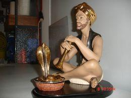 """Figuras De Porcelana, Fakir Y Serpiente En Cesta, Lacadas Oro Y Platino, """"NADAL""""--año 1983. - Lladro (ESP)"""
