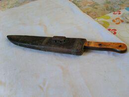 Couteau De Chasse Ou De Tranchée Avec Carquois En Bois - Armes Blanches