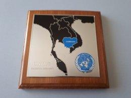 Blason Militaire Souvenir ONU CAMBODGE 1992 UNTACsur Bois & - Army & War