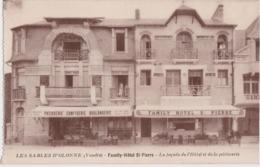 Ca - Cpa LES SABLES D'OLONNE - Family Hôtel St Pierre - La Façade De L'Hôtel Et De La Pâtisserie - Sables D'Olonne