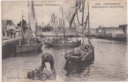Ca - Cpa CONCARNEAU - Débarquement Des Sardines (bateaux Athos Et Sainte Anne) - Concarneau