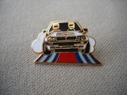 1745 Pin's Pins  Voiture De Rallye MARTINI     Course Automobile - Rallye