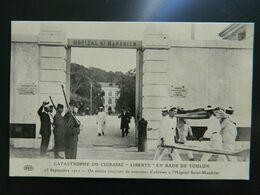 """CATASTROPHE DU CUIRASSE """" LIBERTE """"  EN RADE DE TOULON         SEPTEMBRE 1911      ON AMENE TOUJOURS DE NOUVEAUX... - Toulon"""