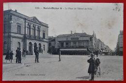 Cpa 52 SAINT DIZIER Anime Place De L'Hotel De Ville Cafe De L'Industrie Pub Biere Fort Carre - Saint Dizier
