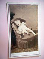 PHOTO CDV 19 EME ENFANT BEBE DANS SON FAUTEUIL  MODE   Cabinet PHOTOGRAPHIE DU CENTRE  A LIMOGES - Ancianas (antes De 1900)