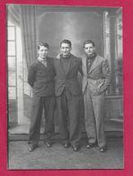 PHOTO 10,5 X 7 Cm Des Années 1930..HOMMES, 3 COPAINS.. Photographique BOURGAULT à FLERS (Orne 61) - Personnes Anonymes