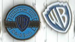 Warner Home Video Et Logo Warner Bros Lot 2 Pins - Cinéma