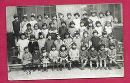 CARTE PHOTO 14 X 9 Cm Des Années 1930..CLASSE De Jeunes FILLES...Région De LYON ( VENISSIEUX 69 ????) - Personas Anónimos