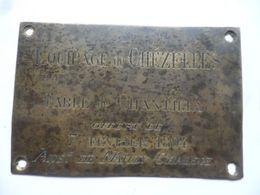 """(Chasse à Courre, Vénerie....) -  Plaque Laiton ?? """" 1894 - Equipage De CHEZELLES - Table De Chantilly """"......voir Scans - Otros"""